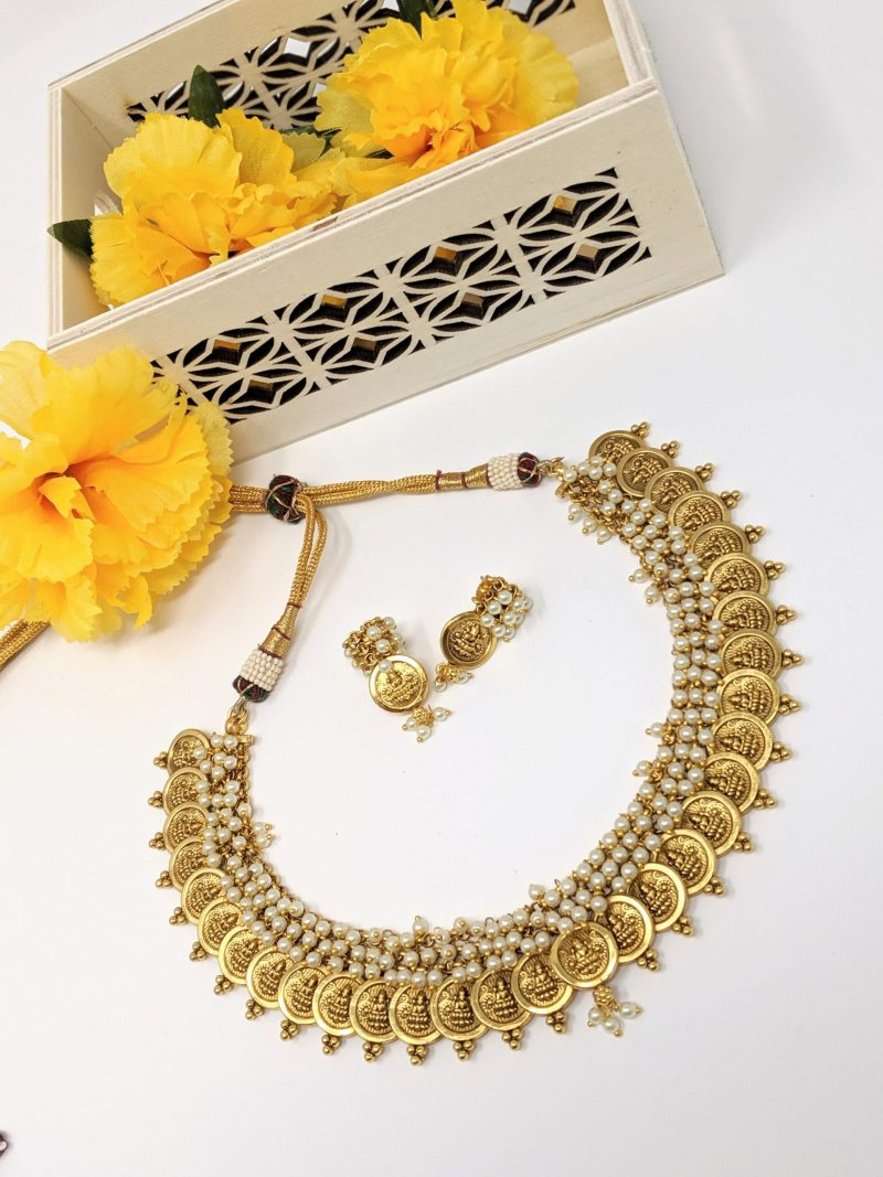 Ghoongri Pearl Temple Necklace Set - East Boutique